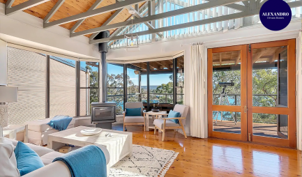stunning-waterfront-escape-at-daleys-point